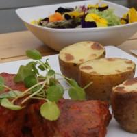 Żeberka wieprzowe/  jack daniel's barbecue sos/  pieczony ziemniak/mix sałat